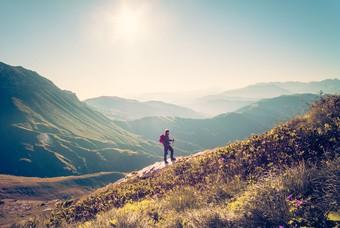 Reiziger in de bergen