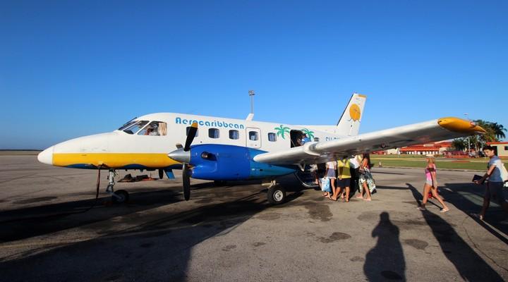 Instappende passagiers op de luchthaven van Varadero