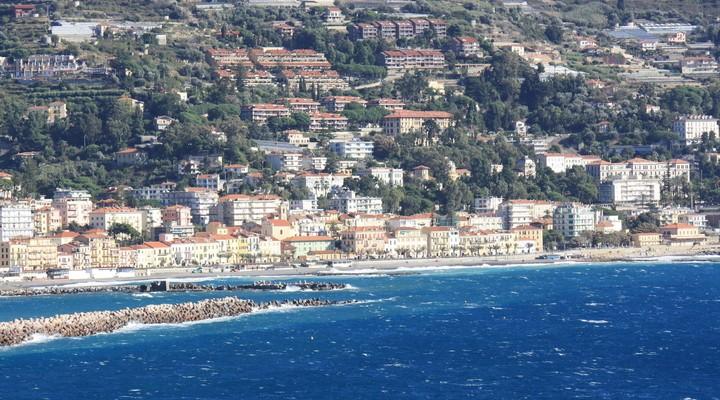 Uitzicht op Ospedaletti, Ligurische Riviera