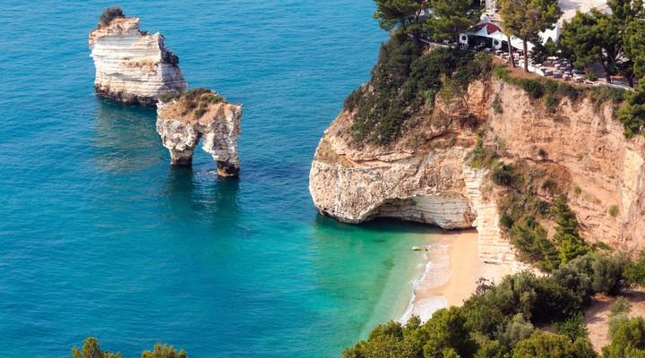 Baai Adriatische zee in Puglia