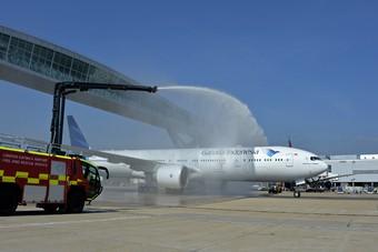 Eerste vlucht van Garuda Indonesia van Amsterdam naar Londen