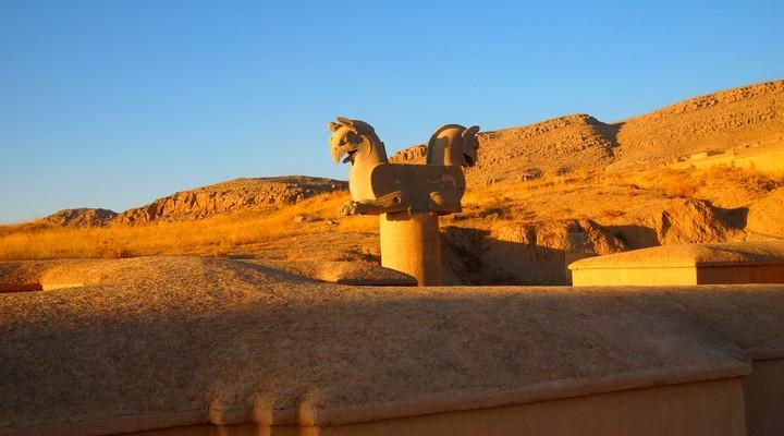 Tweekoppig standbeeld Shiraz Iran