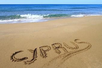 Cyprus geschreven in het zand