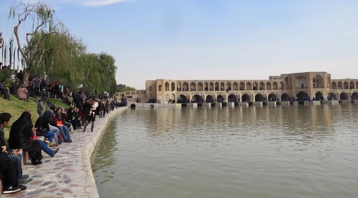 De rivier Zayandeh in Isfahan