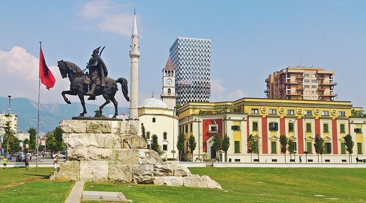 Het Skanderbegplein, Tirana