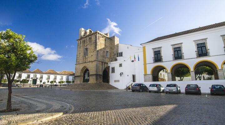 Historische kerk van Se in Faro, Portugal