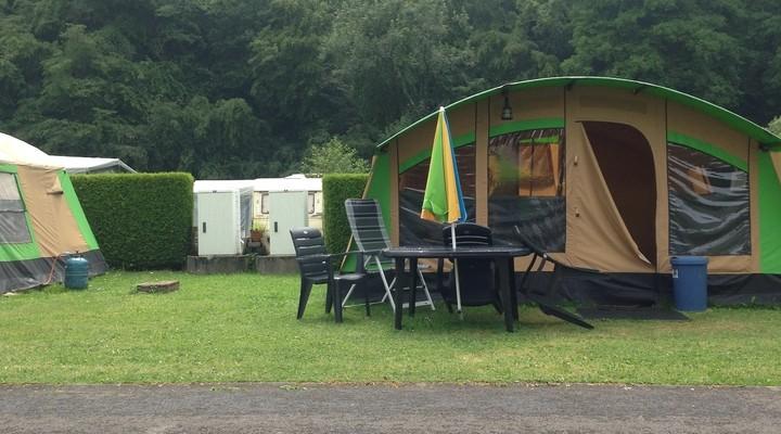 De tent op de camping