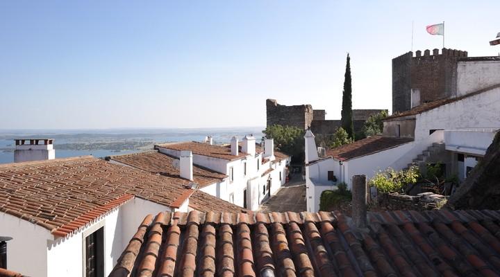 Uitzicht op Monsaraz en de meren