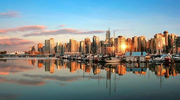Skyline van Vancouver tijdens zonsondergang
