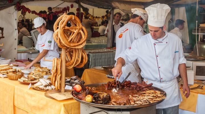 Traditionele gerechten tijdens een festival