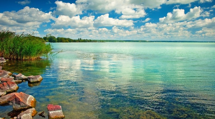 Blauwe water Balatonmeer, Hongarije