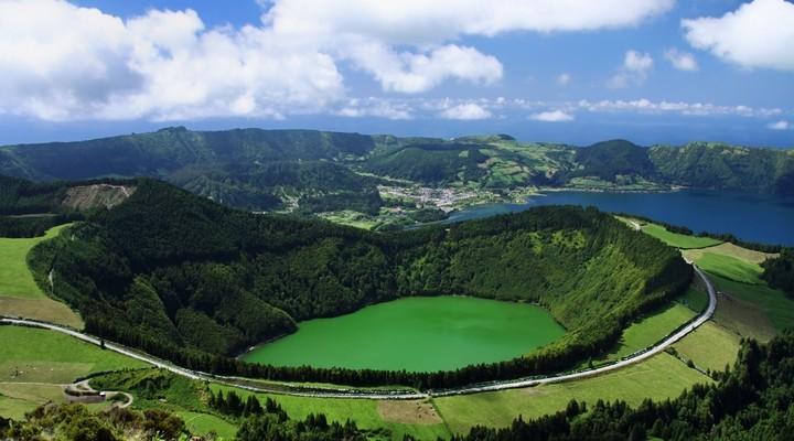 Kratermeer op de Azoren, eilanden Portugal