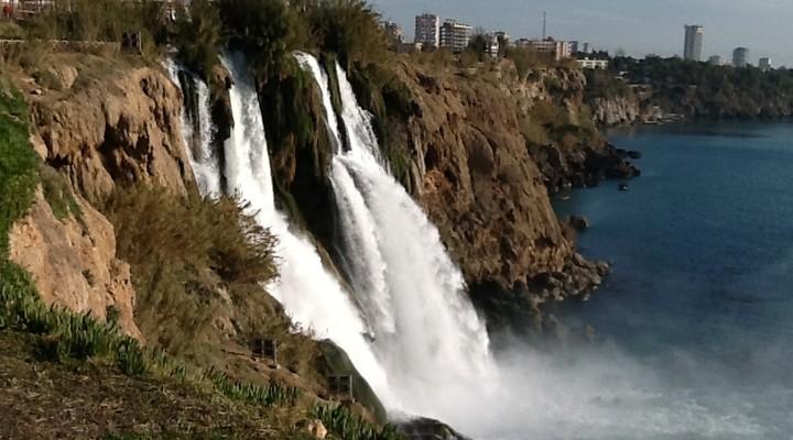 Mooi park met een waterval