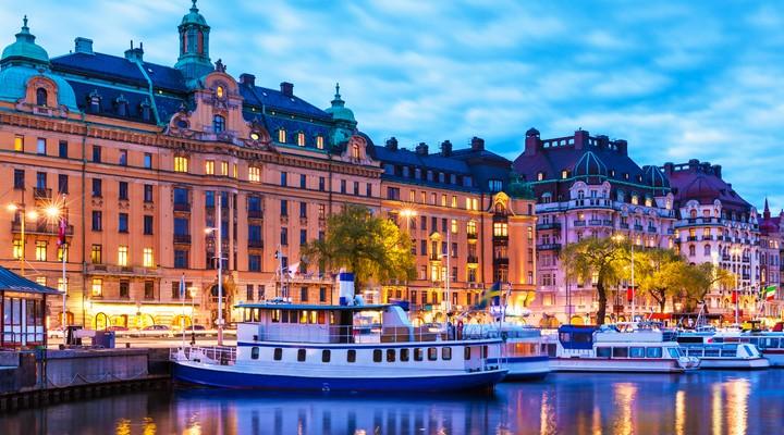 Zomeravond in de oude stad van Stockholm