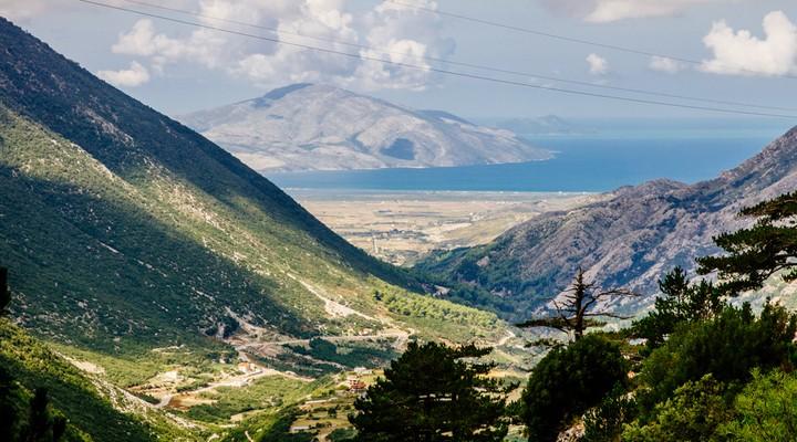 Llogara Pass door het Llogara Nationaal Park, Albanië