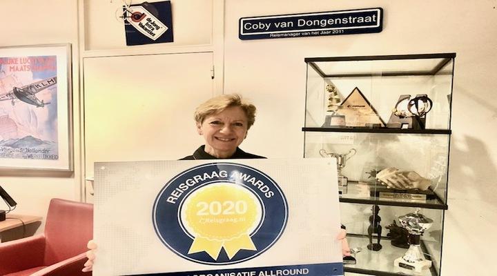 Coby van De Jong Intra met Reisgraag Award