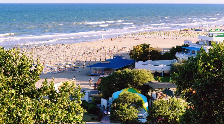 Het strand van Albena bij Varna, Bulgarije