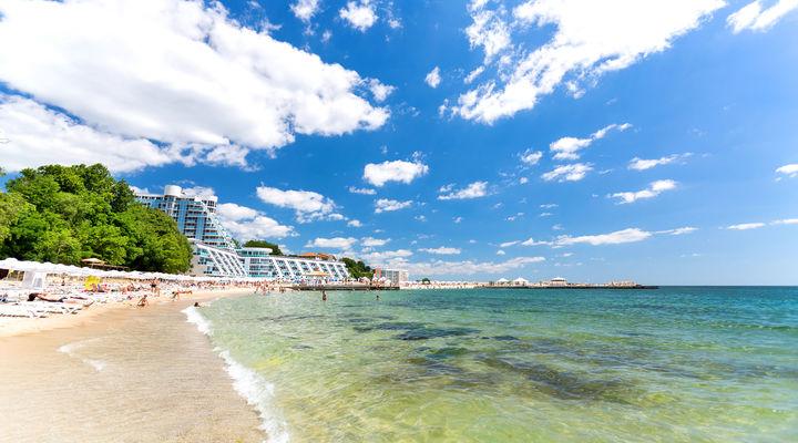 Het mooie strand van Varna