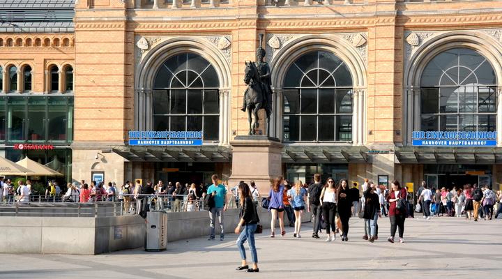 Unterm Schwanz bij het station van Hannover