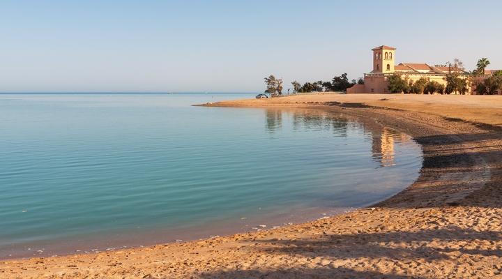 Het strand van El Gouna bij zonsondergang