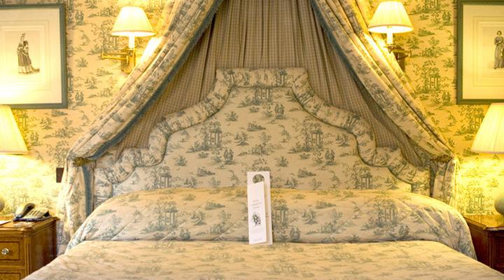 Een van de slaapkamers van het Cotswold Lodge Classic Hotel