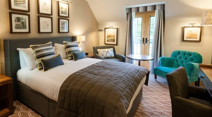 Een van de slaapkamers van Oxford Thames Four Pillars Hotel