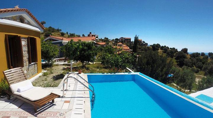 Zwembad bij Eleonas Votsalakia
