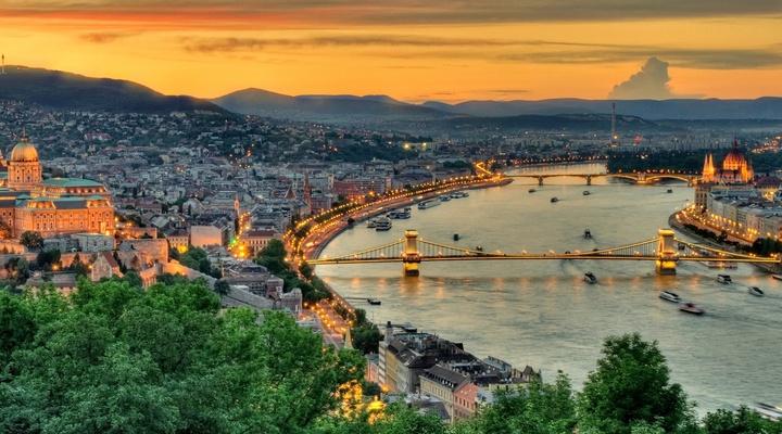De reis gaat naar een Europese stad