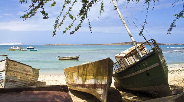 Bootjes op het strand van Boa Vista, Kaapverdi�