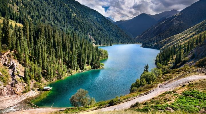De Kolsai meren in Kazachstan