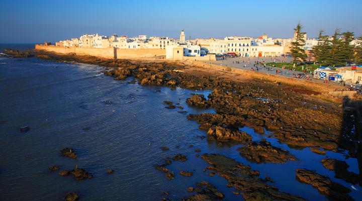 Kust, haven en stadsmuur van Essaouira, Marokko