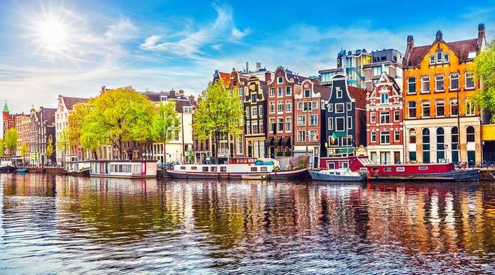 Groene daken voor hotels in Amsterdam