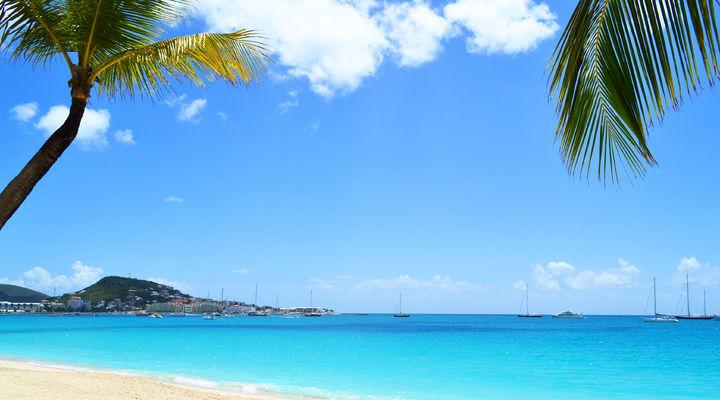 Een tropisch strand op Sint Maarten