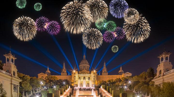 Vuurwerk bij de magische fontein in Barcelona