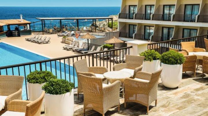 Het terras van het nieuwe Allsun Hotel Lux de Mar