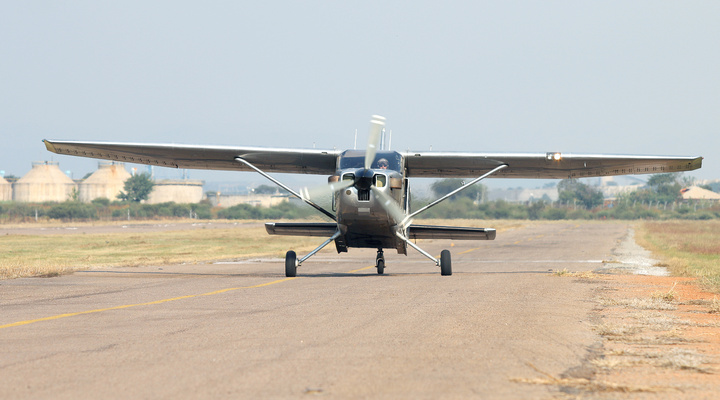 Sportvliegtuigje in Afrika