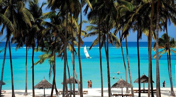 TUI BLUE aan het witte zandstrand van Zanzibar