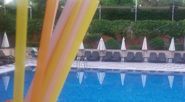 Zwembad bij het hotel