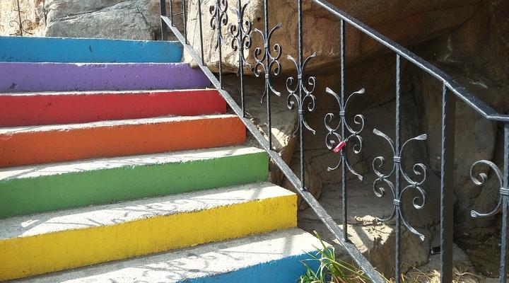 De trap met veelzeggende kleuren