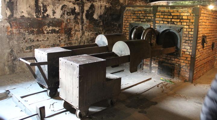 Oven naast de gaskamers