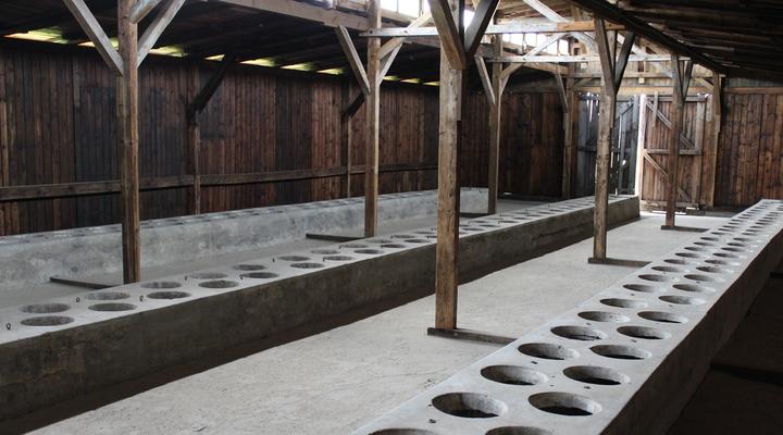 Toiletten voor de tienduizenden gevangenen