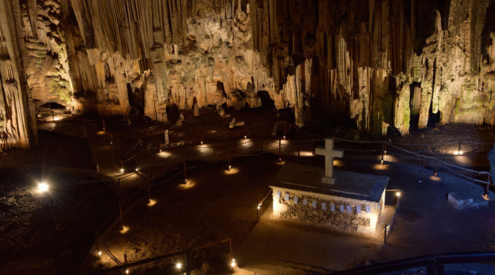 De grot in Meladoni