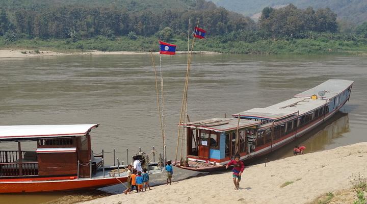 Longtailboot op de Mekong rivier waarmee wij een tocht van twee dagen hebben gemaakt